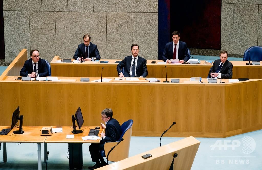 「極度の疲労」オランダ医療相が辞任、新型コロナに関する討論中に卒倒