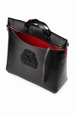 トートからバックパックに変身「クリスチャン ルブタン」新作メンズバッグ
