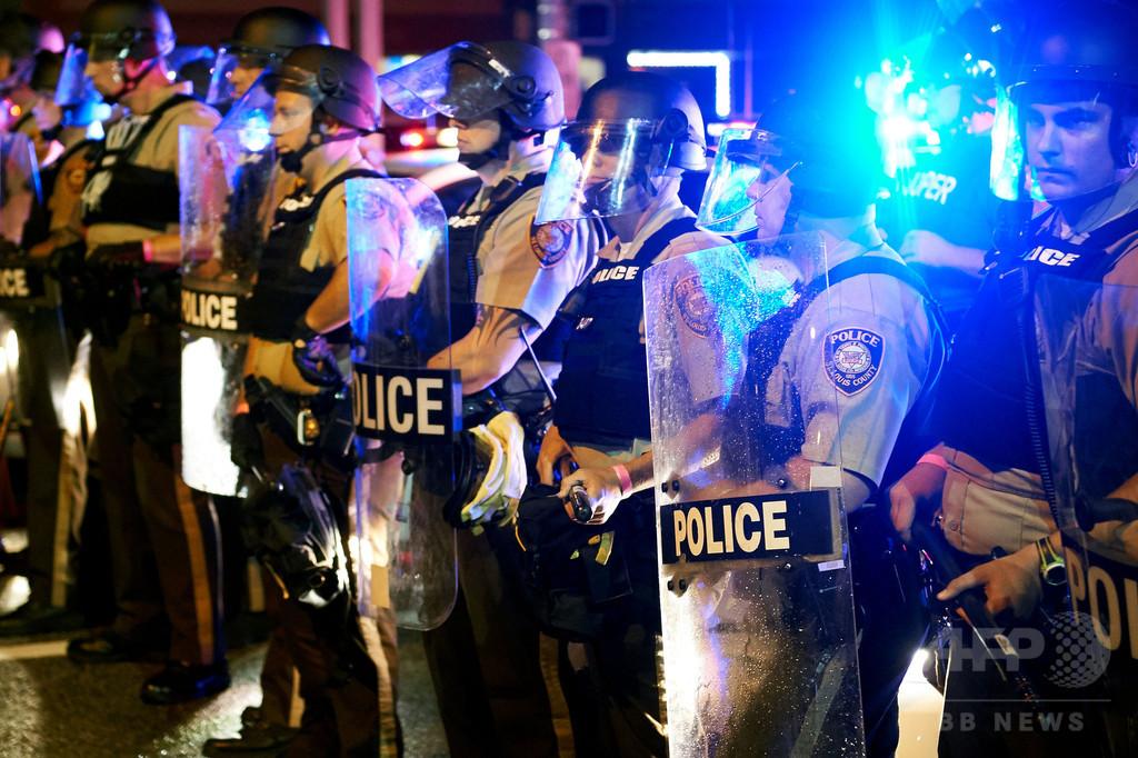 米司法省がファーガソン市を提訴、黒人射殺めぐる警察改革拒否で