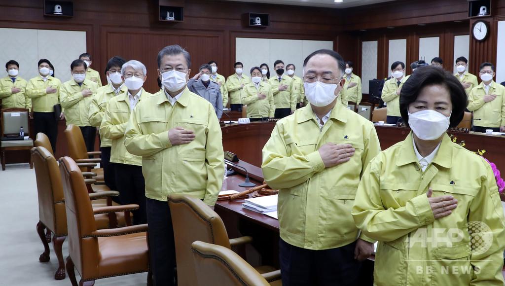 文大統領、韓国は「ウイルスとの戦争に突入」 感染者は5000人目前