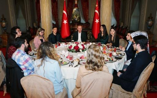 エジルがトルコ大統領の夕食会参加、過去に母国ドイツで批判も