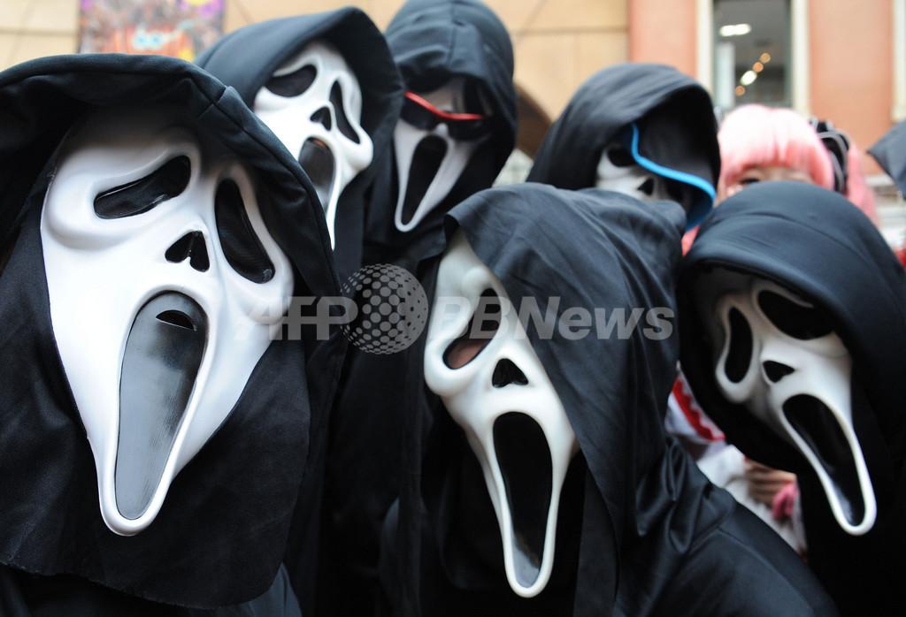川崎でハロウィーンの仮装パレード、10万人が見物