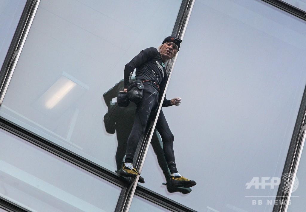 仏スパイダーマン、ドイツの高層ビルに「登頂」 その後逮捕される
