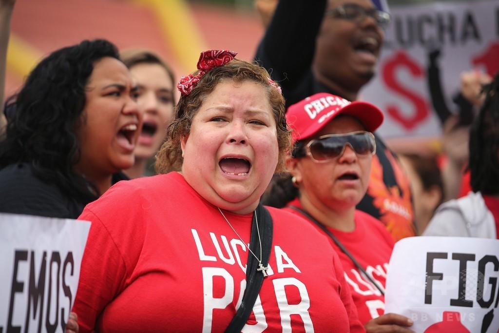 ファストフード労働者が全米150都市でデモ、逮捕者44人