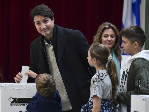 カナダ、与党自由党が政権維持へ 報道