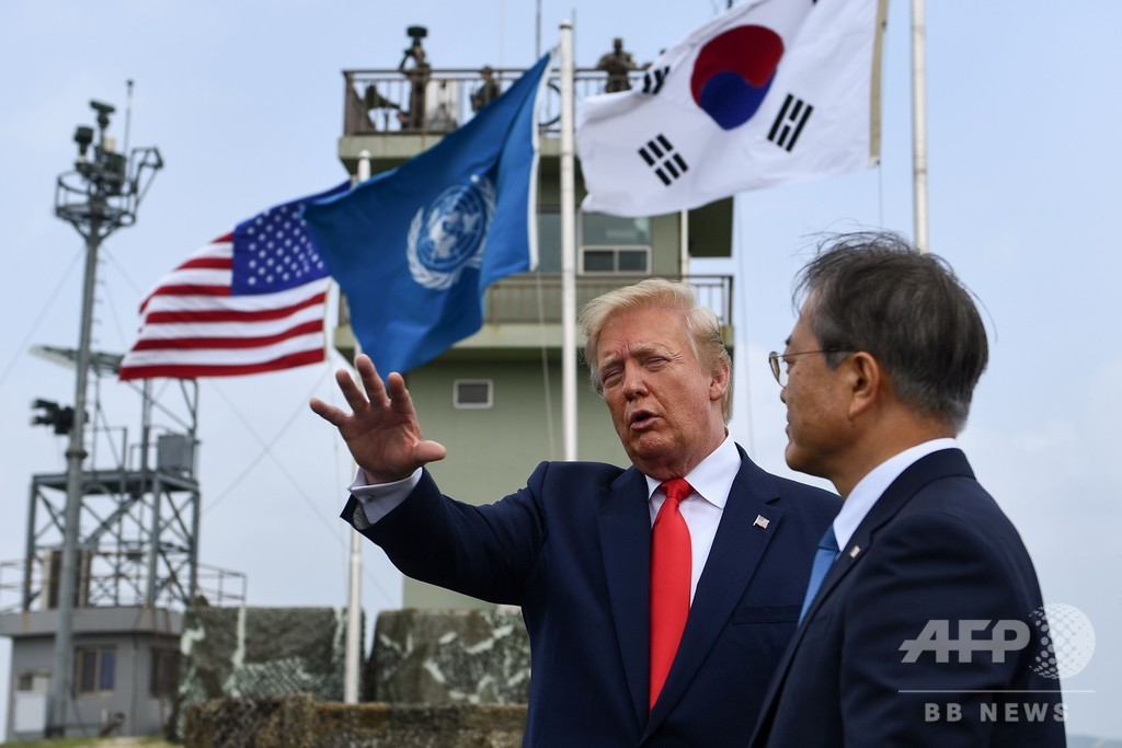 トランプ大統領、金正恩氏と面会 北朝鮮側に足を踏み入れる