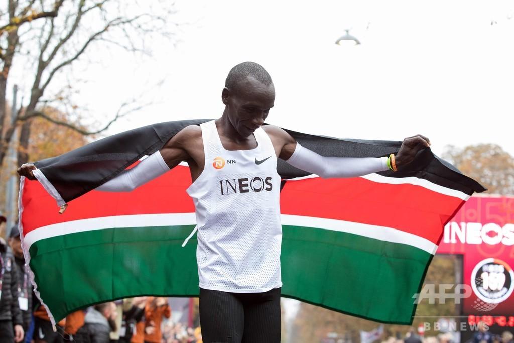 キプチョゲ、世界初のフルマラソン2時間切りを達成