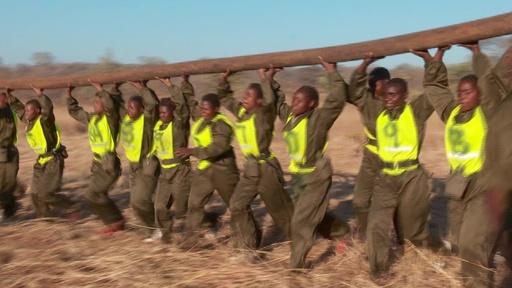 動画:「勇気ある者たち」 密猟と闘う女性だけのレンジャー ジンバブエ