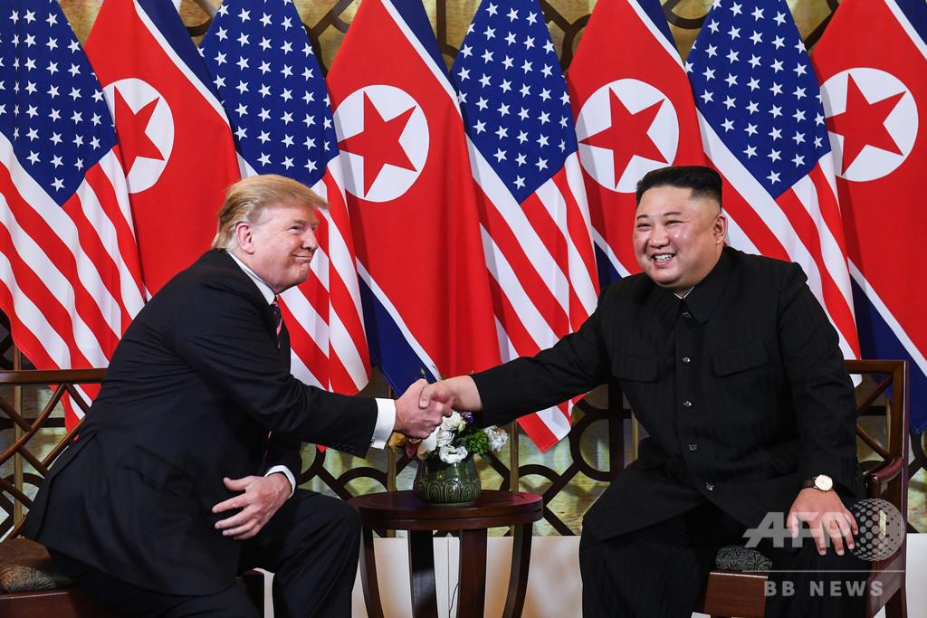2度目の米朝会談がスタート、両首脳が握手交わす