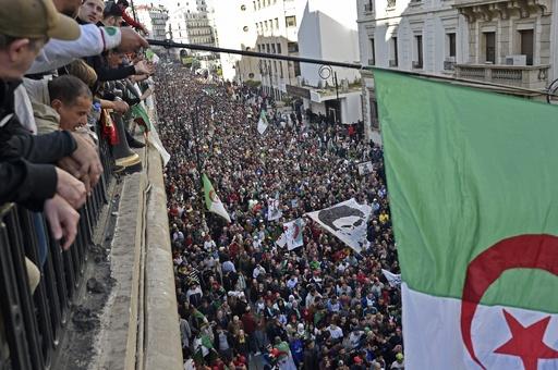 アルジェリア首都で大規模デモ、大統領選を来週に控え