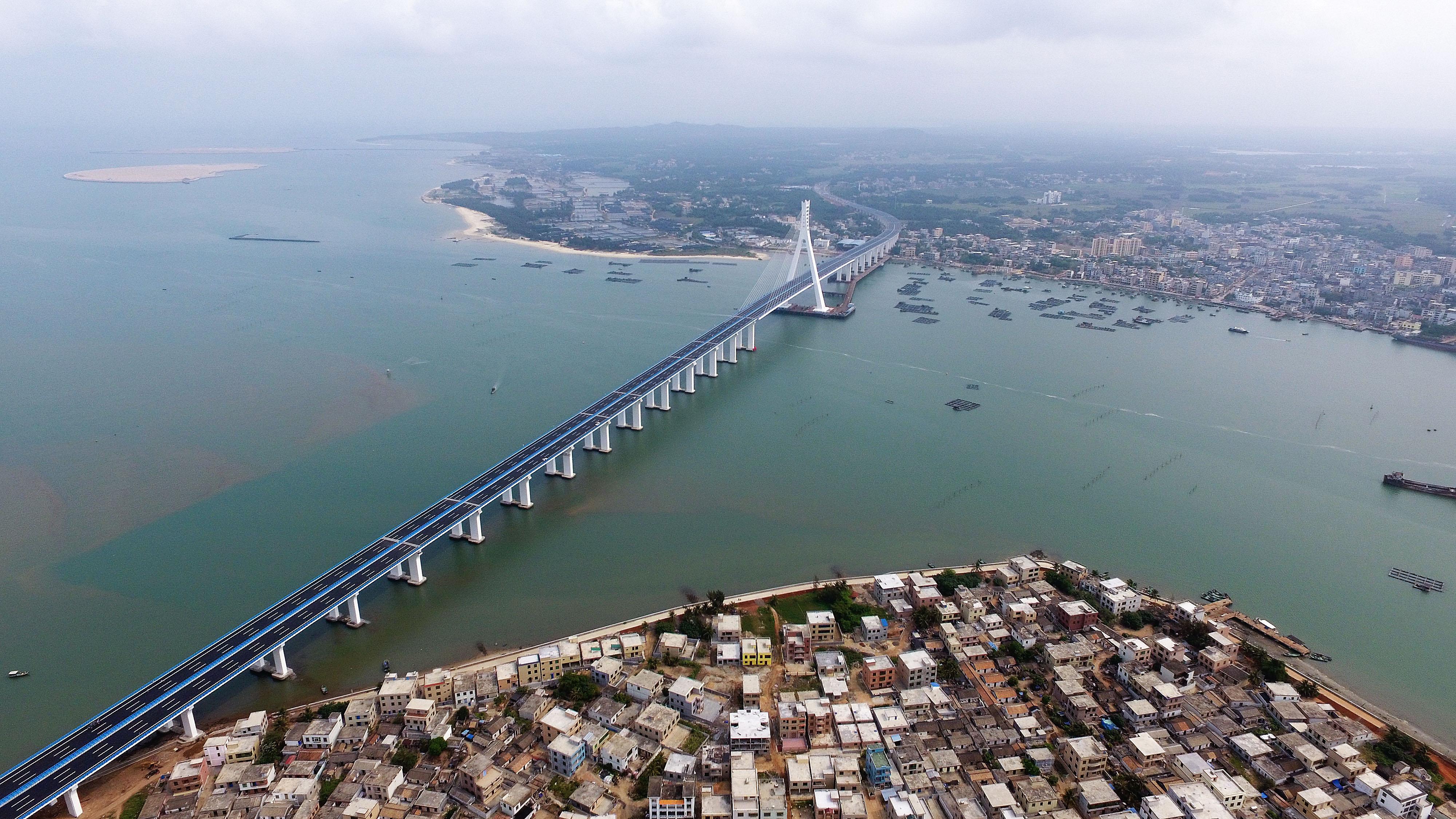 中国初の活断層をまたぐ海峡大橋が正式開通 海南省