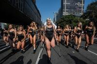 ブラジル「美尻」コンテスト、州代表が勢ぞろい 左脚切断モデルも