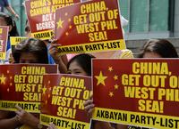 中国のフィリピン船妨害は「挑発的」、米政府が批判