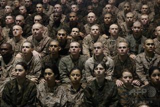 米海兵隊基地でイスラム教徒の新兵死亡、隊員ら20人の処分検討