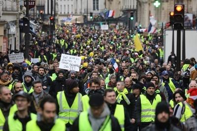 「黄ベスト」デモ、参加者急増 暴力沙汰は減少
