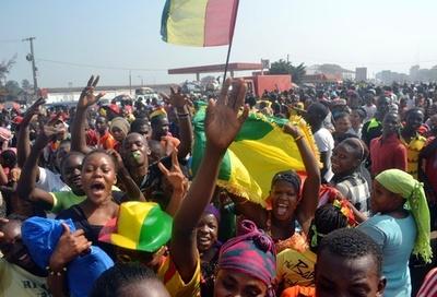 抽選で準々決勝進出が決まり、歓喜に沸くギニアの人々 アフリカネイションズカップ