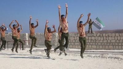 動画:シリア反体制派ら訓練、政府軍の攻撃に備え イドリブ県