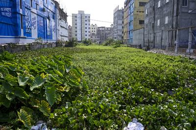 ビル崩壊から6年、縫製工場監視機関の閉鎖に危機感 バングラデシュ