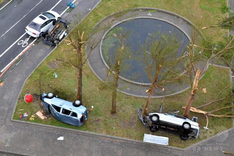 非常に強い台風1号が台湾上陸、2人死亡 1万5000人以上避難