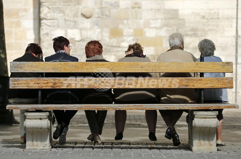 年老いた親に頼るスペインの失業者