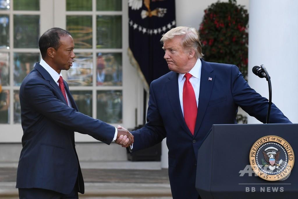 ウッズに自由勲章、トランプ大統領が米ホワイトハウスで授与