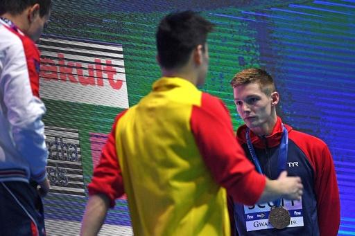孫楊と英選手が表彰式で一触即発、FINAが両者に警告 世界水泳