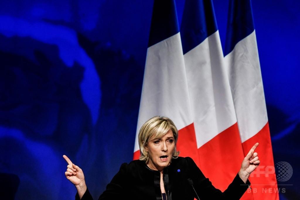 仏極右ルペン氏「フランス第一」旗印に 大統領選へ決起集会