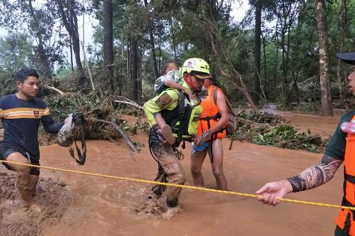 タイ洞窟の救助班、今度はダム決壊のラオスで救出活動