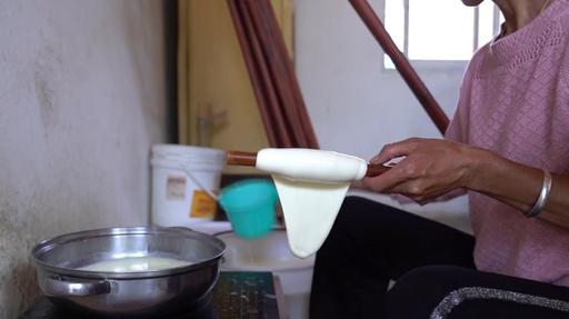 動画:雲南の名産、ミルク色の「乳扇」