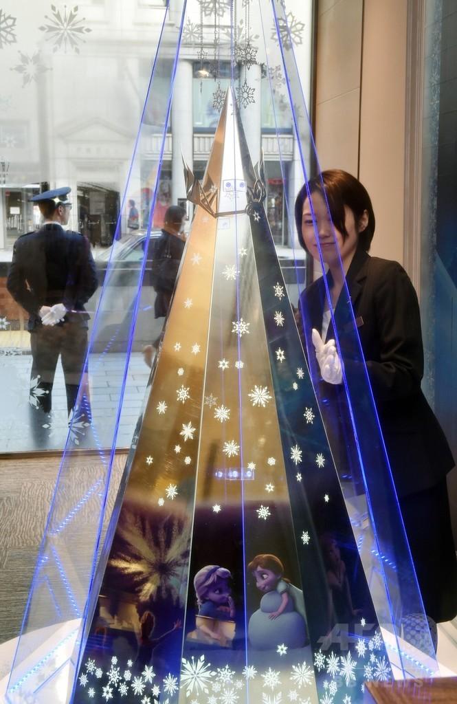3億円の「アナ雪」ツリー、銀座に登場