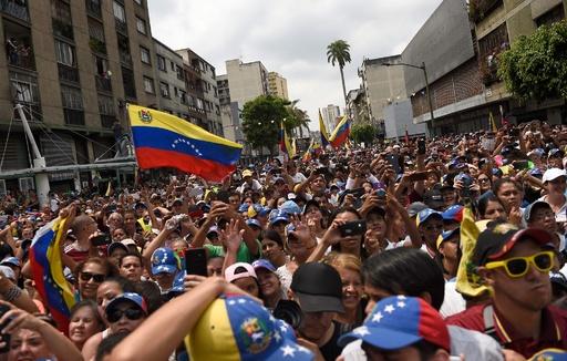 ベネズエラで大規模停電に抗議のデモ、グアイド・マドゥロ両氏 新たなデモ呼び掛け