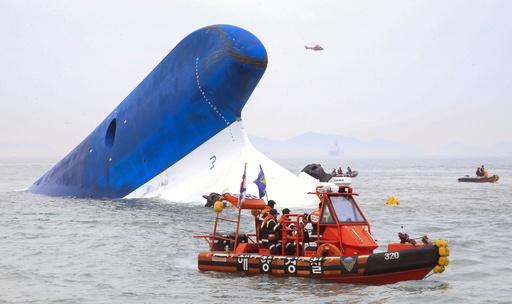 韓国の旅客船沈没、死者6人 不明290人に