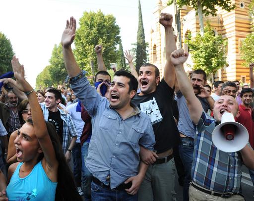 グルジア、受刑者の虐待映像に抗議広がる 選挙控え政権に動揺
