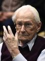 「アウシュビッツの簿記係」死亡 グレーニング被告、96歳