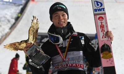 小林陵侑が4戦全勝でジャンプ週間総合優勝、史上3人目の快挙達成