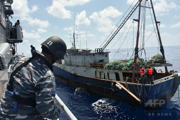 中国、係争水域の支配権拡大に漁船団活用 米高官が警告