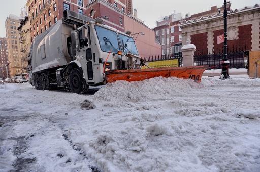 除雪車にはねられ妊婦死亡、 帝王切開した赤ちゃん重体 米NY
