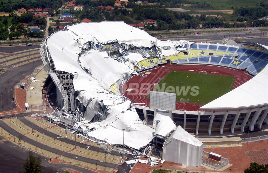 スタジアムの屋根が崩落、築1年で マレーシア