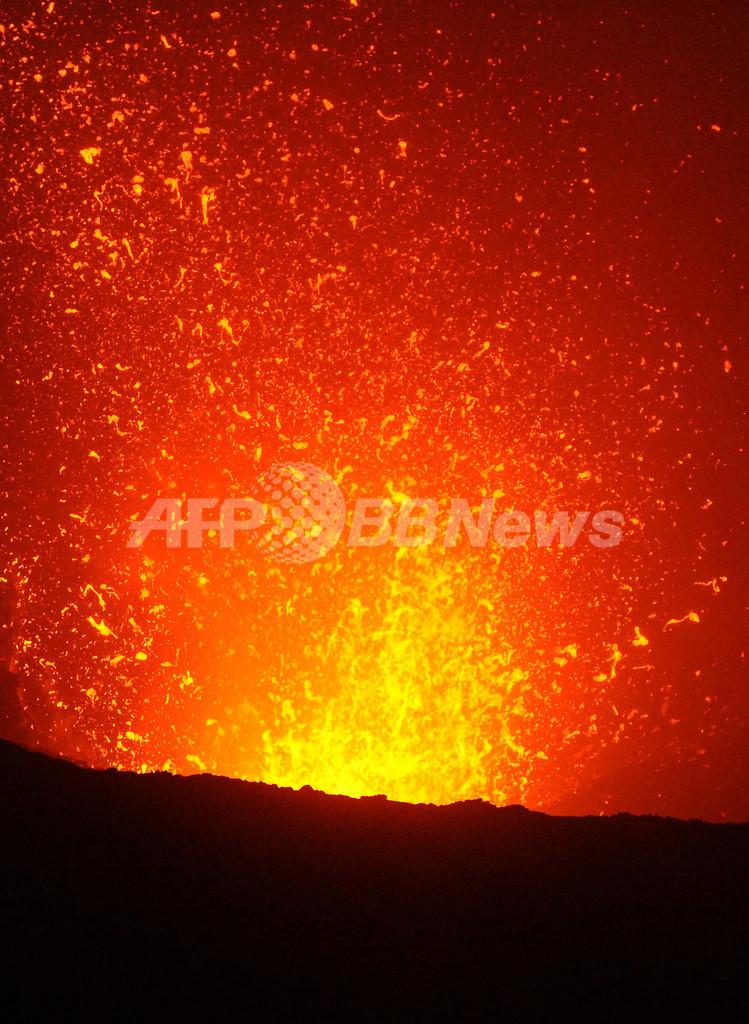 火口を間近で観察、大迫力のヤスール山観光が人気 バヌアツ