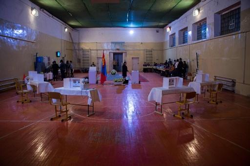 モンゴル総選挙、最大野党が地滑り的勝利 経済停滞で現政権に不満