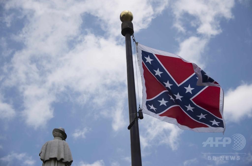 米サウスカロライナ州議会の南部連合旗、抗議活動家が一時撤去