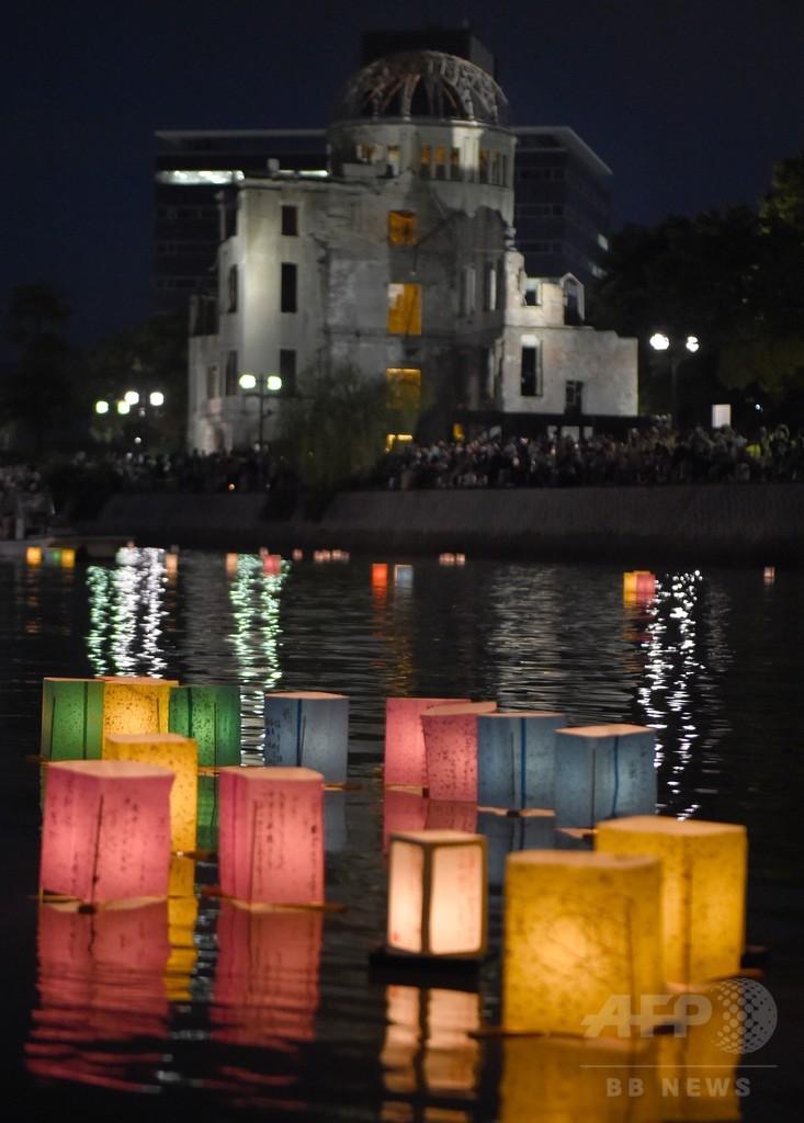 原爆の日の広島で灯籠流し、平和願う