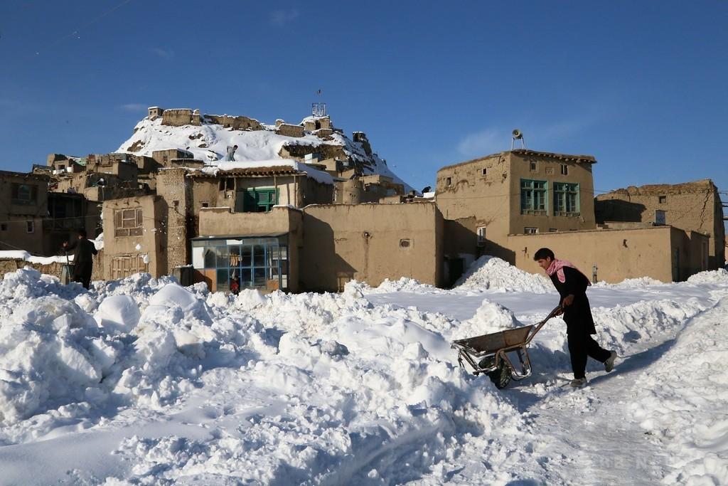 大雪に見舞われたアフガン、雪崩などによる死者191人に