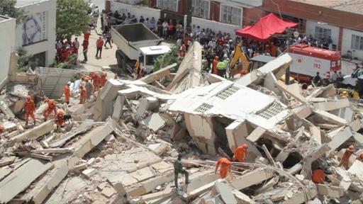 動画:7階建て住居ビルが倒壊、9人行方不明 ブラジル