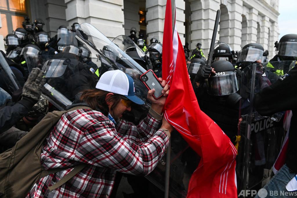 「アウシュビッツTシャツ」の暴徒の一人を逮捕、米議会乱入