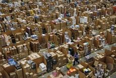 アマゾンの従業員、年収の中央値は300万円