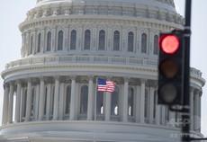 米国財政、巨額赤字の「実験」をどう解釈するか