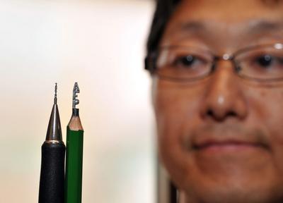 鉛筆の芯から驚きのアート、アルファベット26文字もずらり