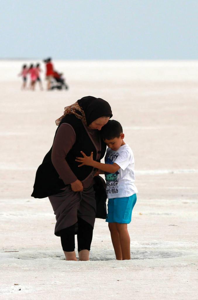 ウユニ塩湖にも負けない美しさ? トルコのトゥズ湖