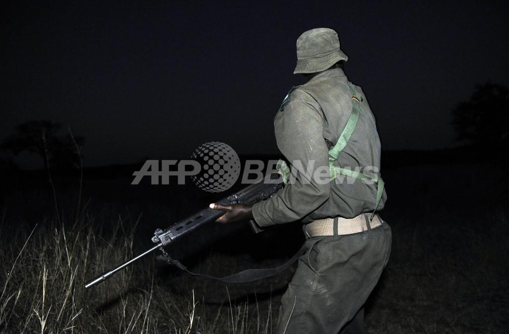 サイ密猟犯3人に禁錮25年、見せしめ目的で重い量刑 南アフリカ